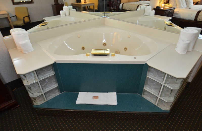 Suite whirlpool Tub at the Olympia Resort: Hotel, Spa and Conference Center.