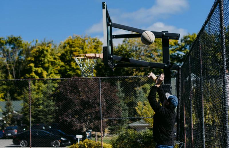 Basketball at Port Cunnington Lodge & Resort.