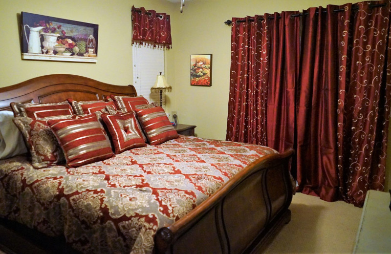 Guest bedroom at LuLas Getaway.