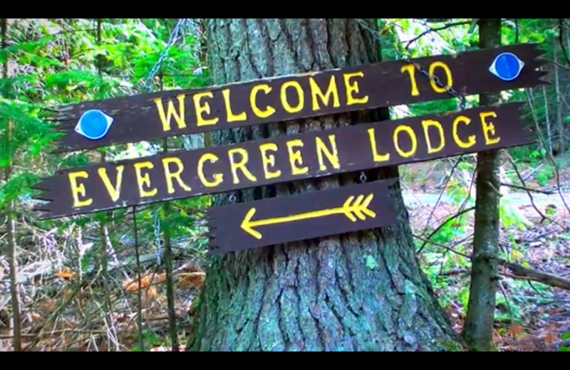 Welcome to Evergreen Lodge sign.