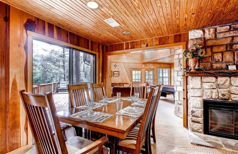 Cabin dining room at Hummingbird Cabins.