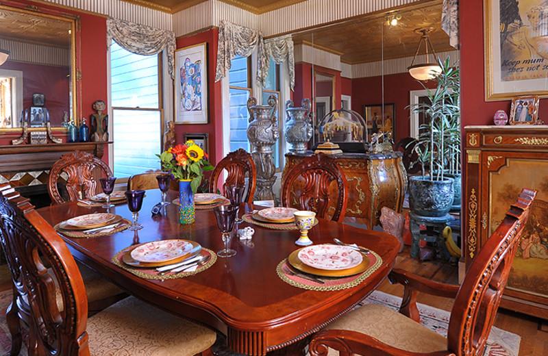 Dining room at Noe's Nest Bed & Breakfast.