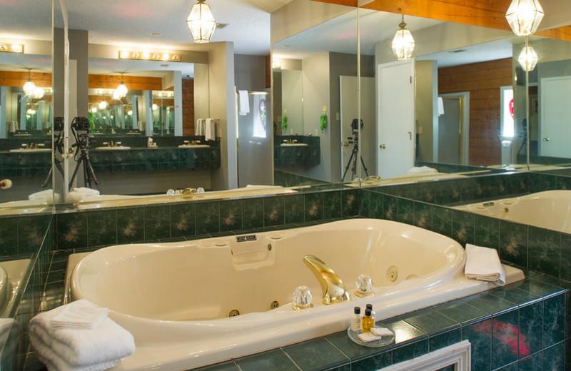 Cabin hot tub at Brady Mountain Resort & Marina.