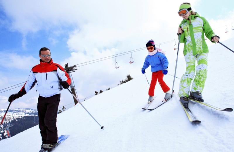 Skiing near Carriage Ridge Resort at Horseshoe Valley.