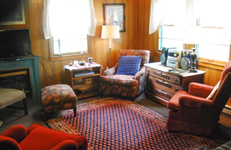 Living room view at Rock Eddy Bluff Farm.
