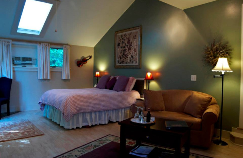 Tanglewood room at Shaker Mill Inn.