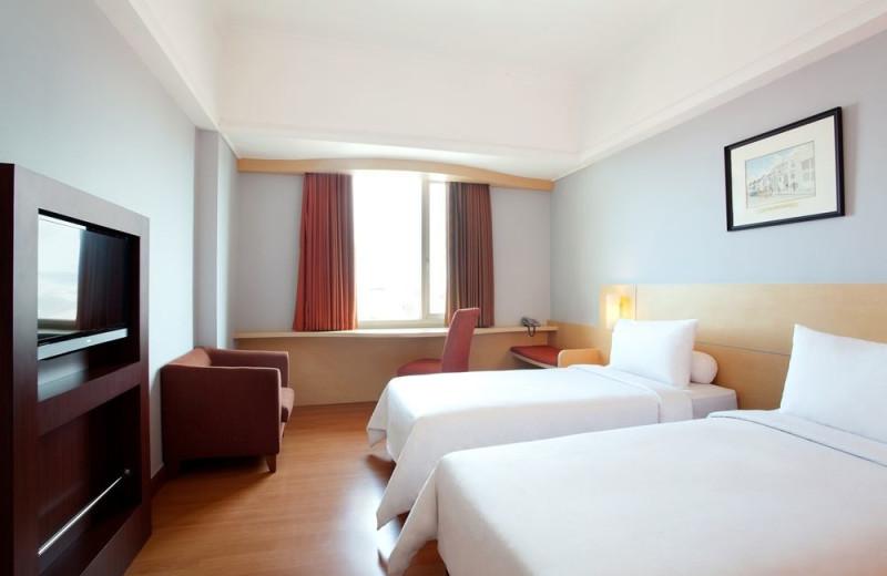 Guest room at Ibis Rajawali Surabaya Hotel.