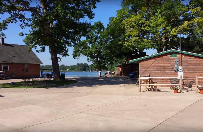 Exterior view of Evans Lake Resort.
