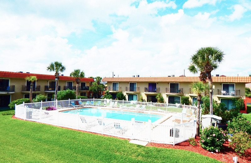 Rental pool at Family Sun Vacation Rentals.