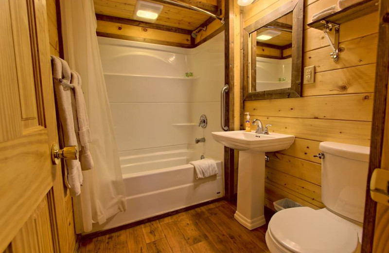 Cabin bathroom at Sunset Farm Cabins.