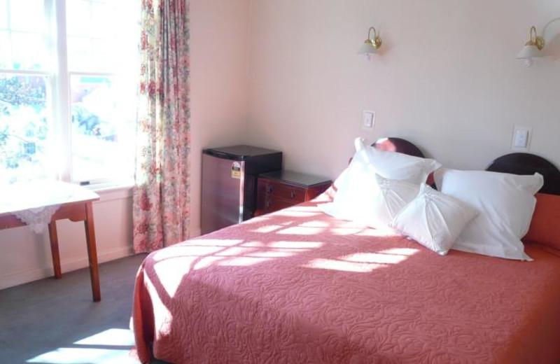 Guest room at Barnett Lodge.