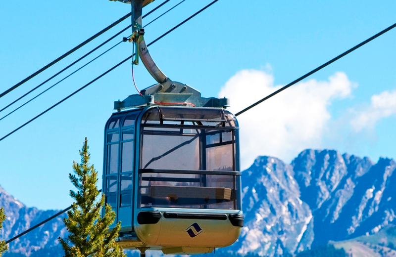 Ski gondola at Lift House Lodge.