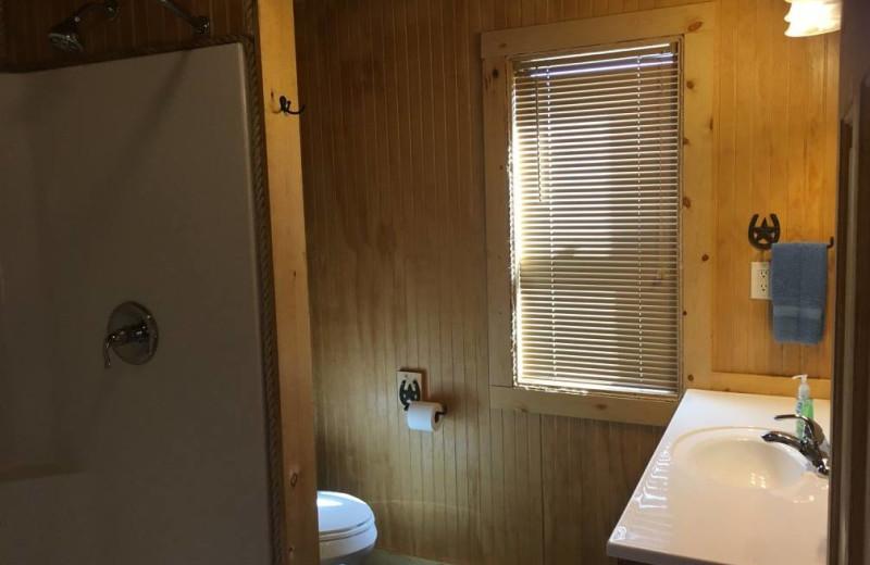 Cabin bathroom at Walnut Canyon Cabins.