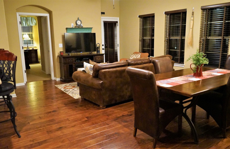 Guest living room at LuLas Getaway.