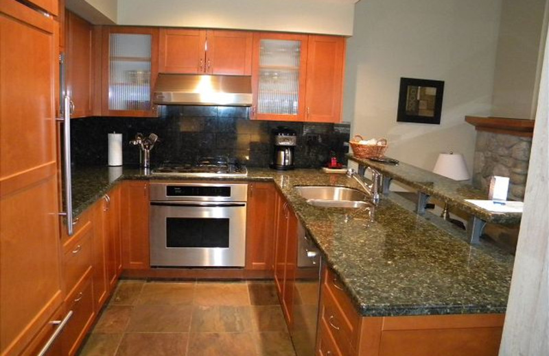 Rental kitchen at Peak to Green Accommodations Inc.