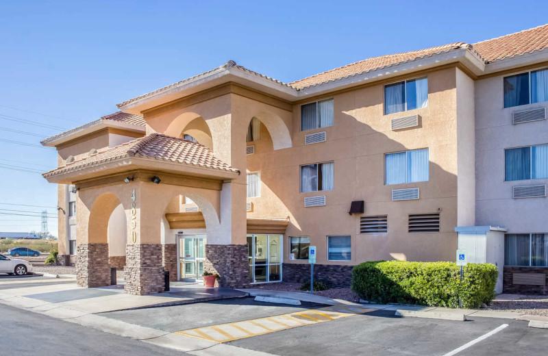 Exterior view of Comfort Inn & Suites Tucson.