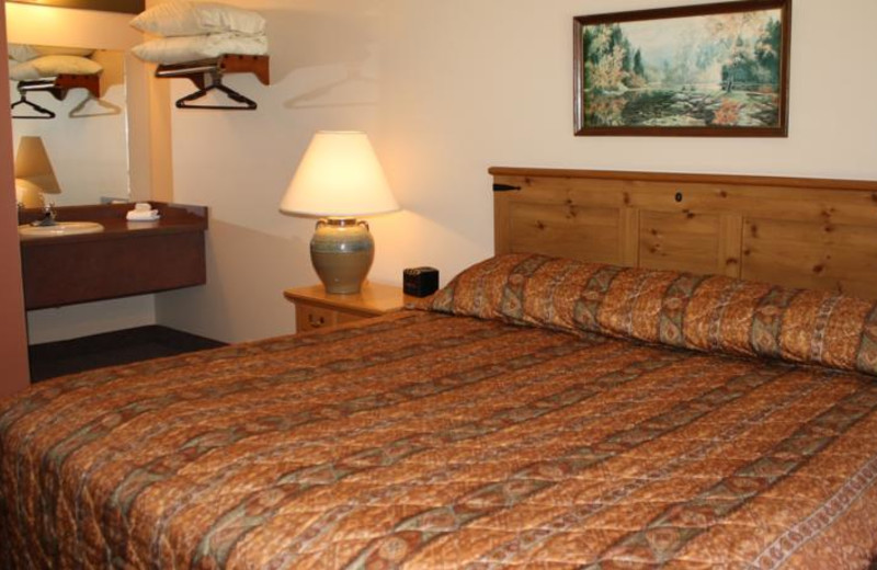 Guest room at Outback Roadhouse Inn.
