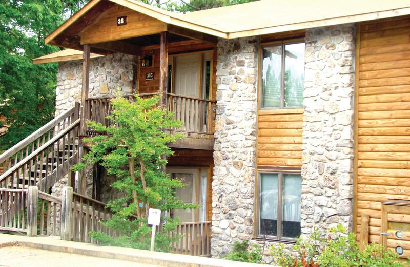 Exterior view of Mountain Harbor Resort.