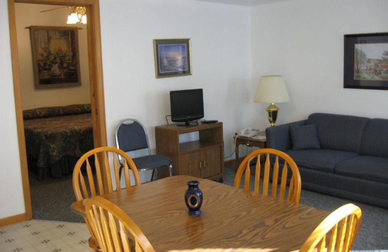 Cabin dining area at Artilla Cove Resort.