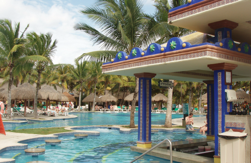 Outdoor pool at ClubHotel Riu Tequila.
