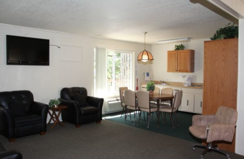 Apartment Kitchen at Summerset Inn Resort