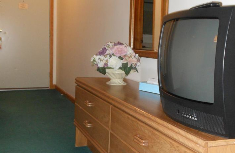 Guest TV and dresser at Windwood Fly-In Resort.