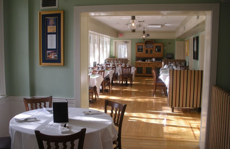Dining at Simsbury 1820 House.