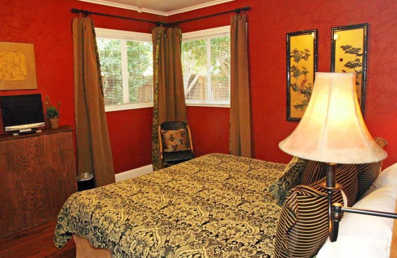 Guest room at Villa Royale Inn.