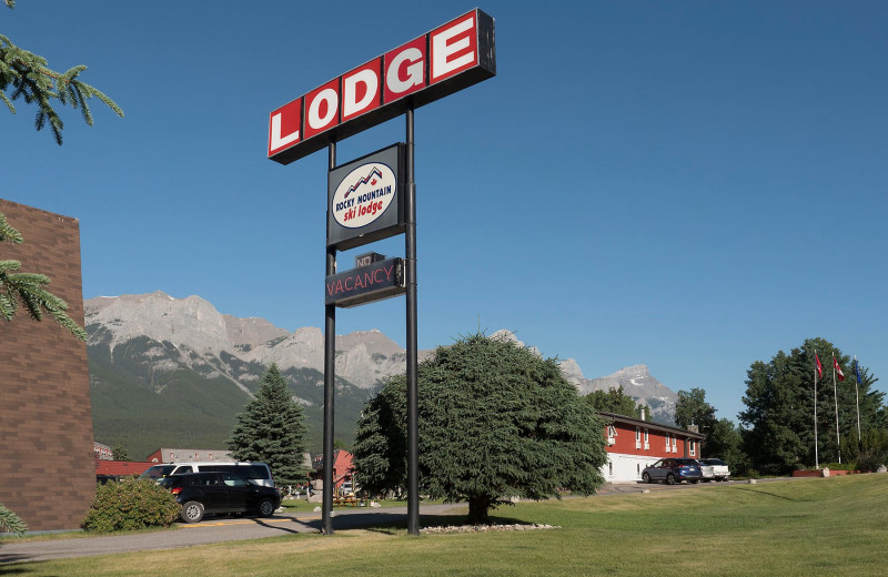 Welcome sign at Rocky Mountain Ski Lodge.