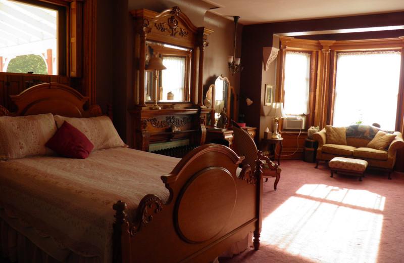 Guest room at Shearer Elegance.