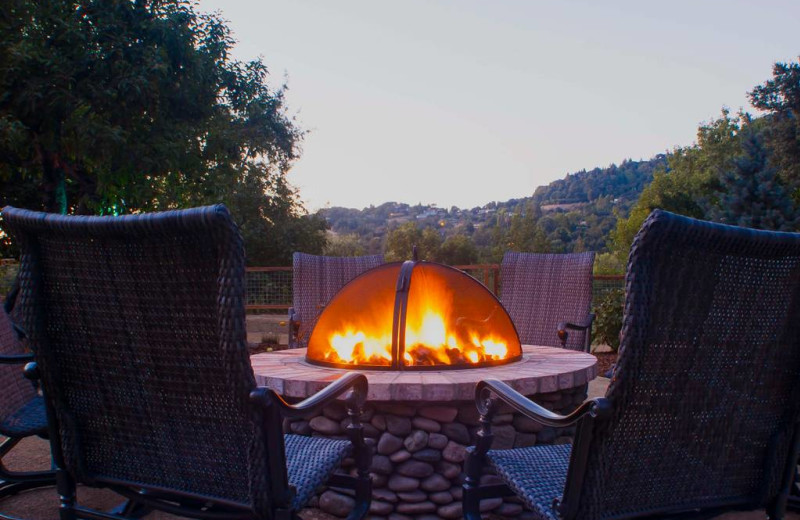 Rental fire pit at Sonoma County Vacations.