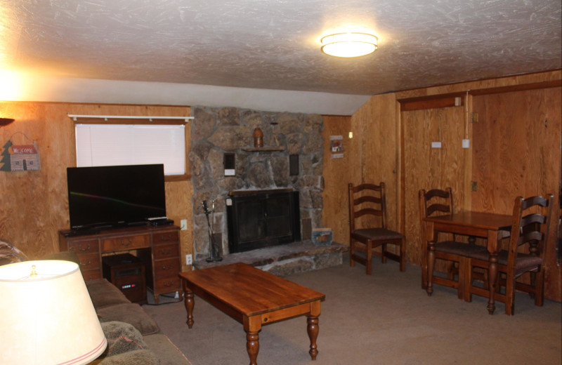 Guest living room at Misty Mountain Lodge.