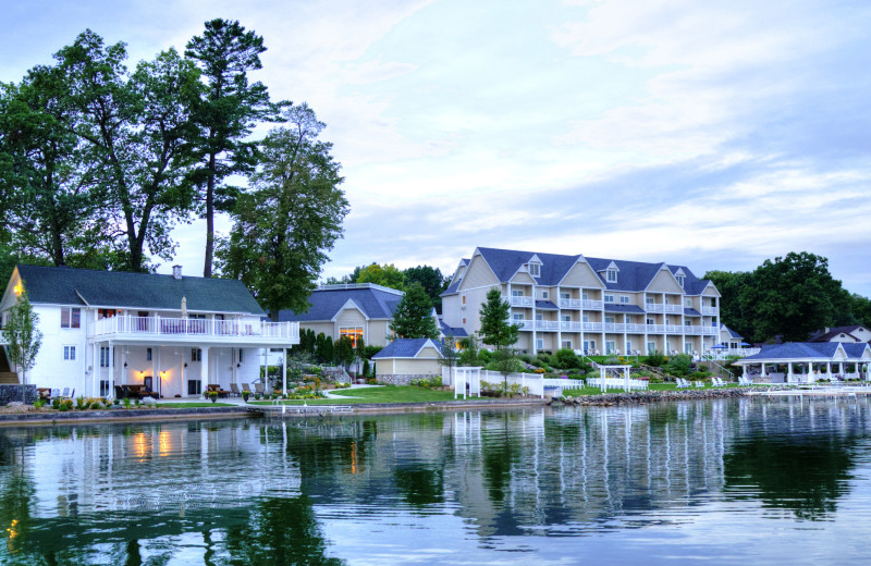 Exterior view of Bay Pointe Inn Lakefront Resort.
