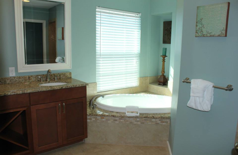 Vacation rental bathroom at Newman-Dailey Resort Properties, Inc.