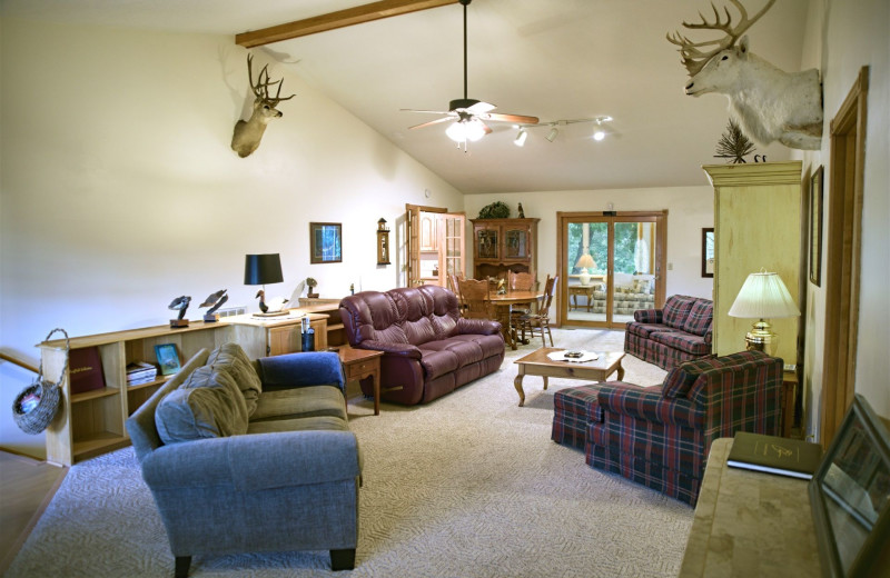 Guest living room at River Ridge Inn.