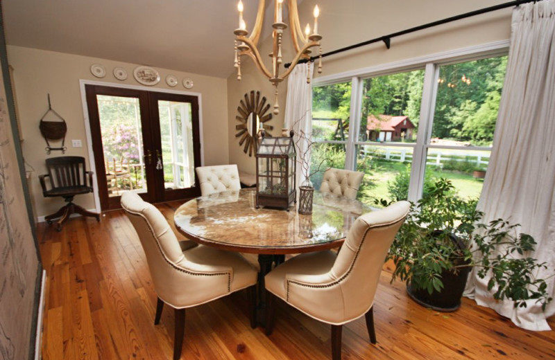 Cabin dining room at Smoky Mountain Getaways.