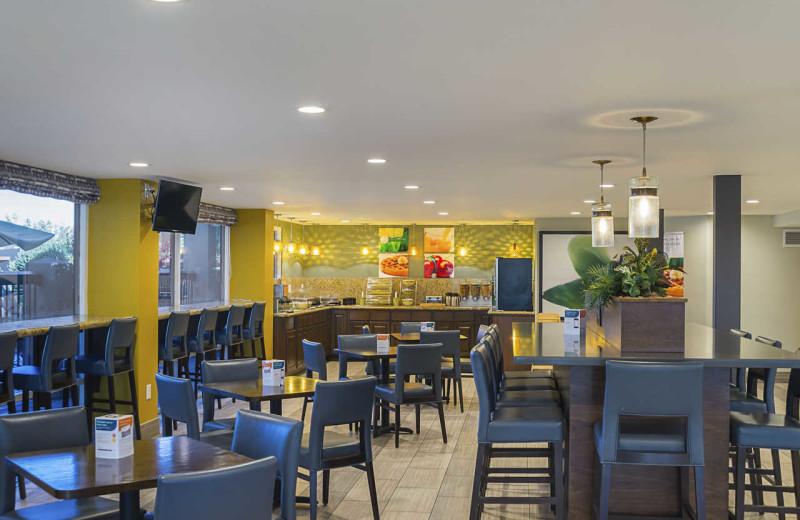 Dining at Quality Inn Phoenix North I-17.