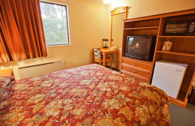 Guest room at Cedars Inn Auburn (formerly Nendels Inn).