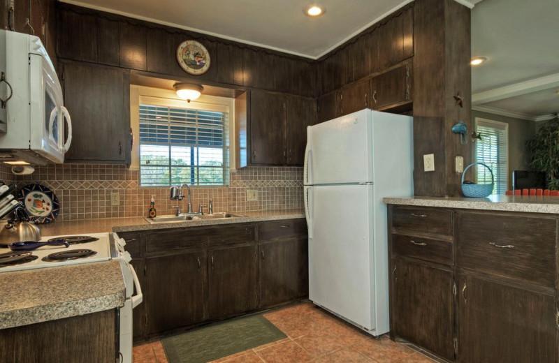 Rental kitchen at Eastbank River Respite.