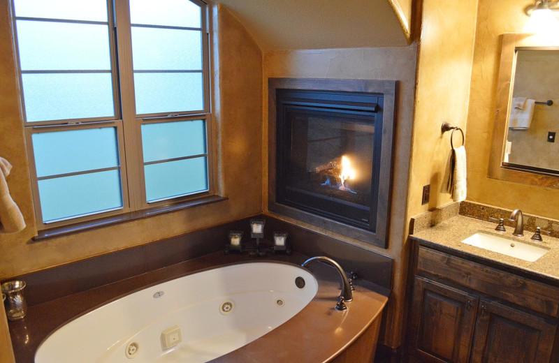 Rental bathroom at Log Country Cove.