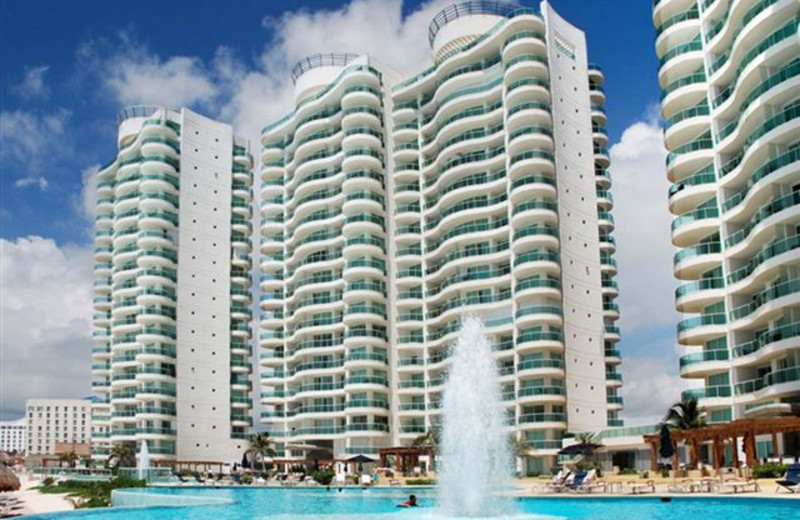 Exterior view of Bay View Grand Cancun.