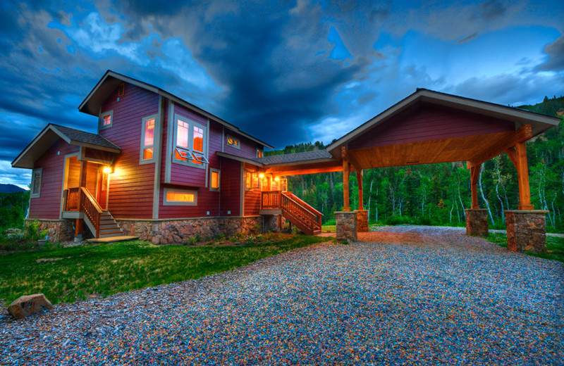 Exterior view of Wild Skies Cabin Rentals.