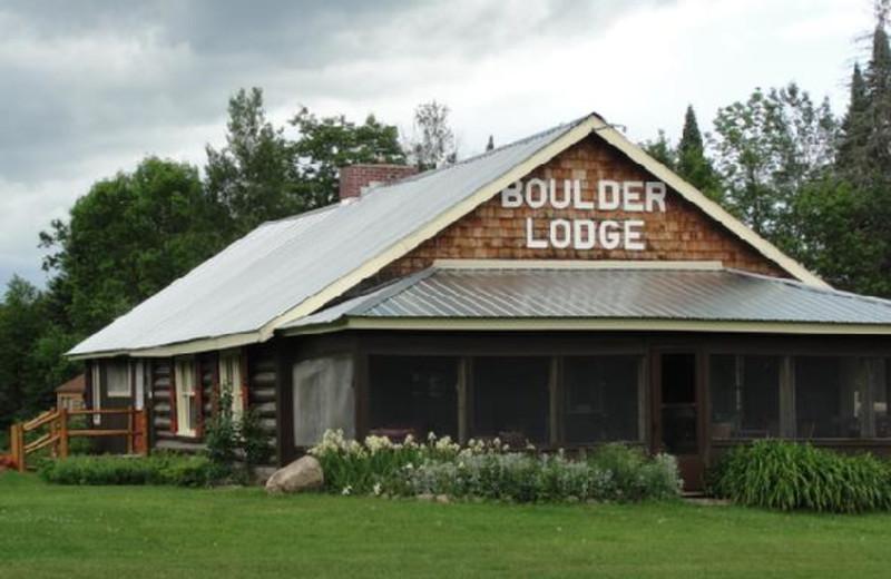 Exterior view of Boulder Lodge.