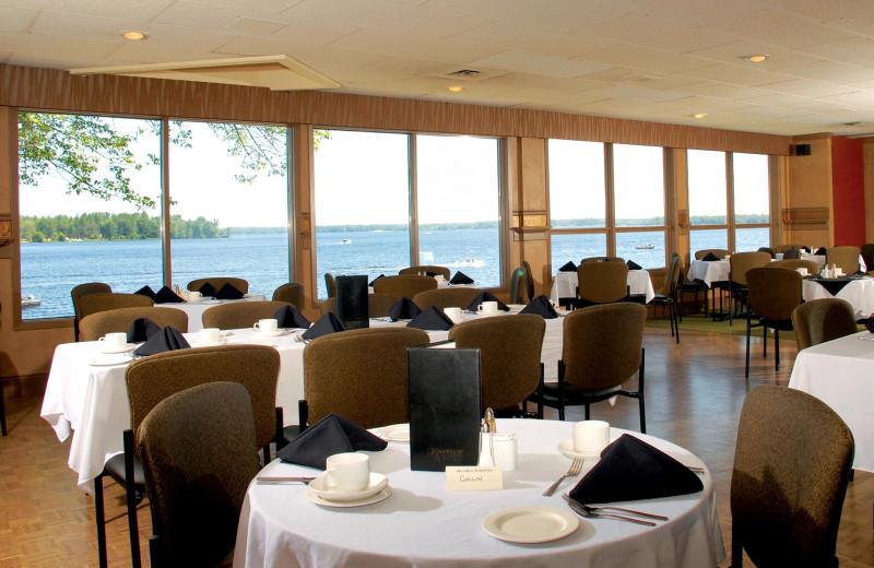 Dining at Bayview Wildwood Resort.