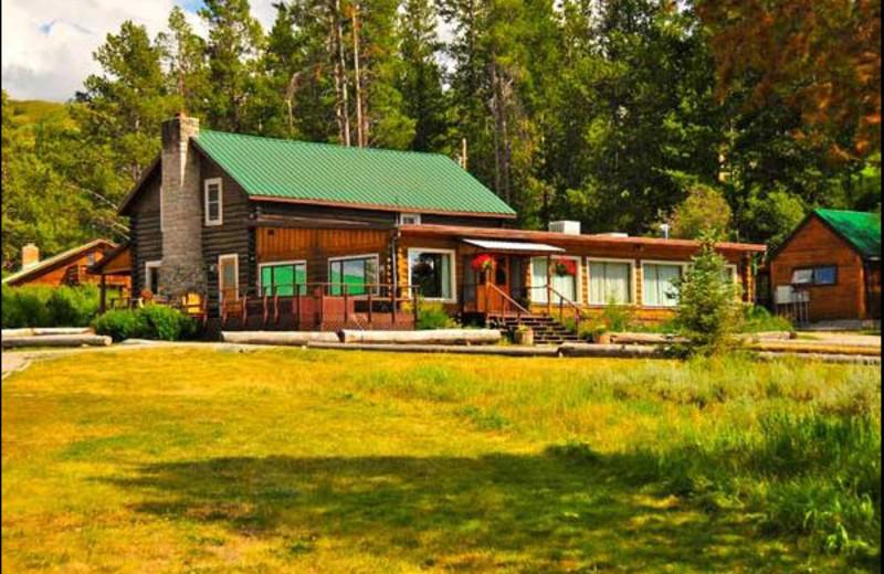 Main lodge at Triangle X Ranch.