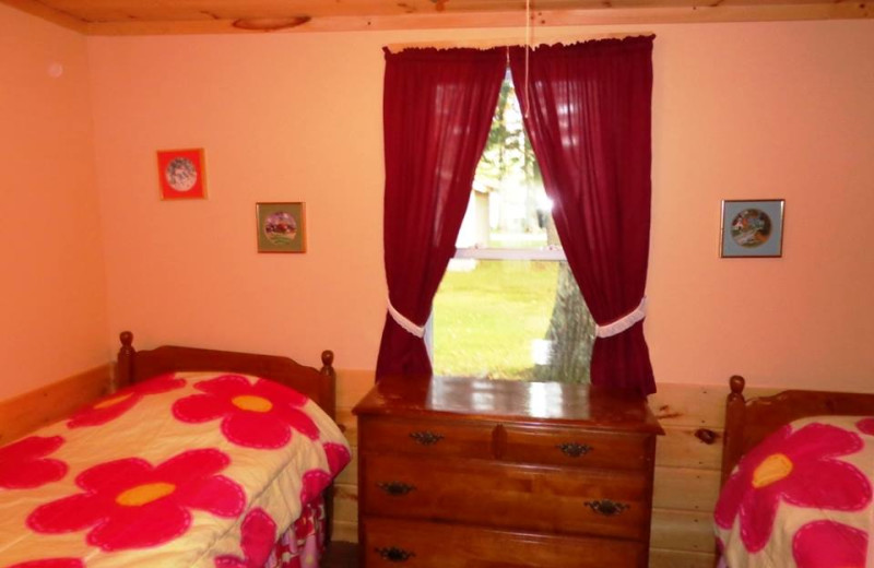 Cottage bedroom at HighWinds Lodge & Cottages.