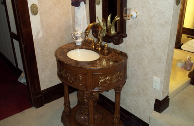 Guest bathroom at The 1887 Hansen House Bed & Breakfast.