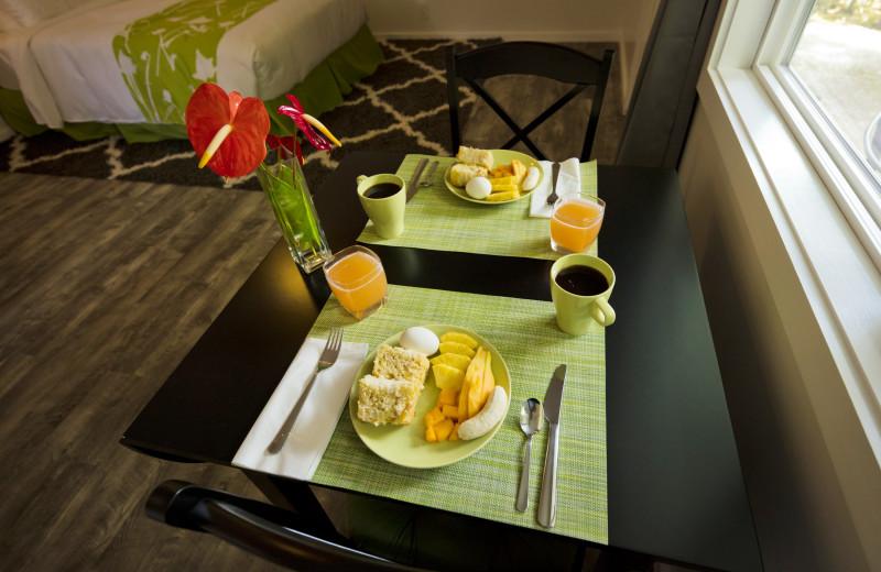 Breakfast at Hale 'Ohu Bed & Breakfast.