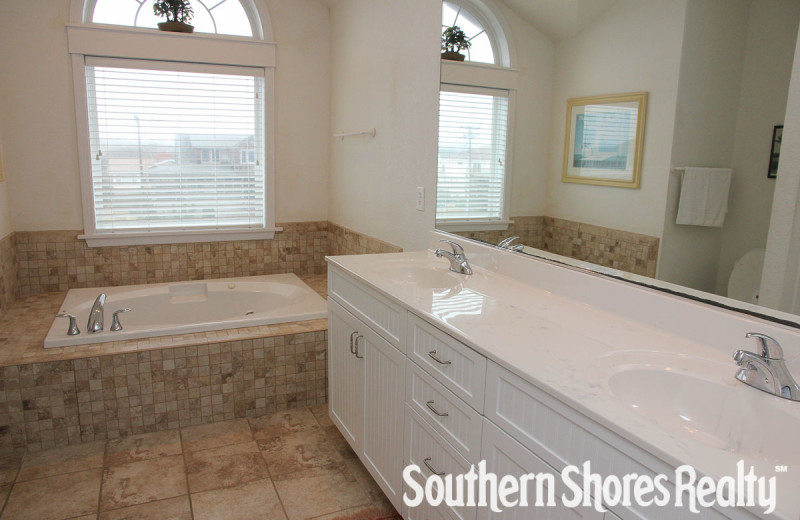 Rental bathroom at Southern Shores Realty.
