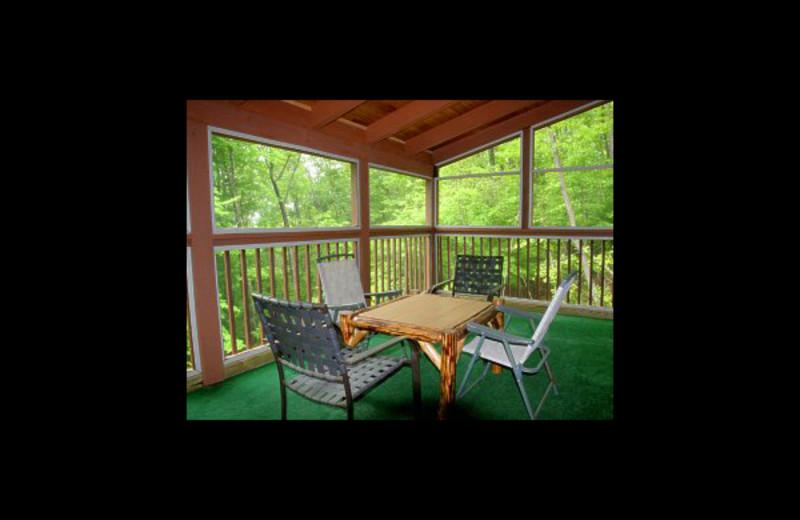 Screened porch at Hummingbird Hill Cabin Rentals.